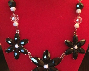 Black and White Flower Trio Necklace