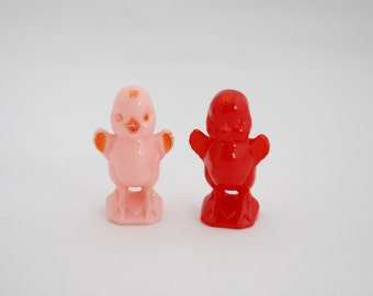 Vintage Knickerbocker Easter Chicks - 1950's Plastic Baby Chicks - Set of 2 - Pink and Red - Toy Chicks - Cake Toppers Decoration