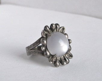 Flower Moonglow Ring Sterling Silver Faux Moonstone Lucite Southwestern Unique Size 6 Vintage 1970's