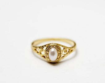 Pearl gold filled ring, Classy ring, lace ring, filigree ring, Vintage style ring