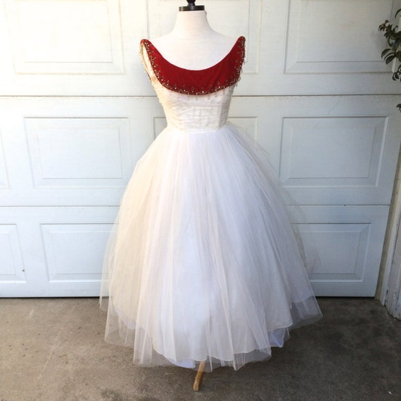 Cheap Wedding Dresses Wilmington Nc: 50s White Tulle Prom Dress With Red Velvet Bateau Neckline XS