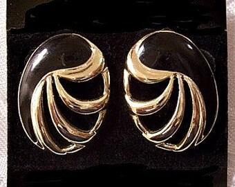 Black Oval Discs Pierced Stud Earrings Gold Tone Vintage Open Swirl Rib Domed Buttons