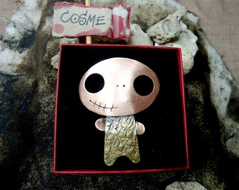 COSME, cute copper and brass mini monster brooch. Oval big head and a lovely half smile