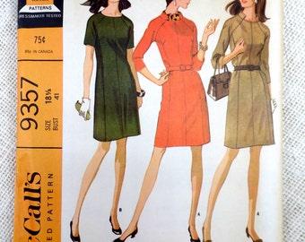 McCalls 9357 Vintage Dress Sewing Pattern Mod 1960s 1966 Bust 41 seam interest notch collar dress raglan sleeve Mod