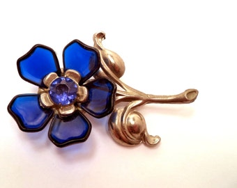 Large Retro Vintage Pot Metal Flower Brooch with Blue Lucite Flower Petals LN Style Jewelry