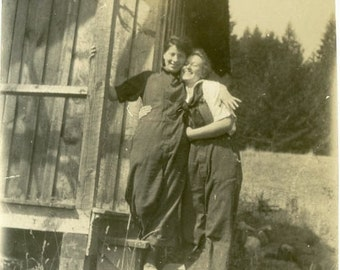 "Vintage Photo ""Cabin Gal Pals"" Snapshot Antique Photo Old Black & White Photograph Found Paper Ephemera Vernacular - 13"
