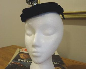 Vintage Hat, Retro Hat, Derby Hat, Womens Accessories, Boho style, French vintage, Velvet black tilt fascinator skull hat