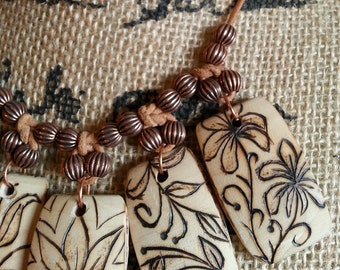 WOOD BURNED FLOWERS and Copper Beads Necklace and Earrings Set by Afterwork