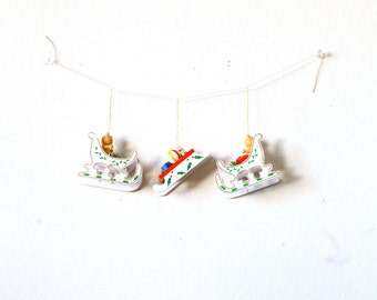 Vintage set of 3 wooden sleigh sledding christmas ornaments // collectors ornaments // old school 1950's ornaments / flying sleigh ornaments
