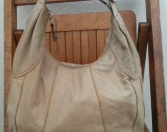 TAG    ///   Leather Hobo Bag