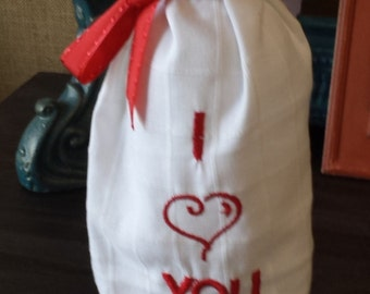 Love Wine Bags choice of I <3 you , Love you to the moon and back or XXOO