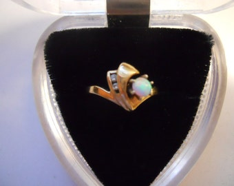 14 K Plumb Yellow Gold Vintage Round Australian Opal and Diamond Ring with Unique Design Size 6  3/4