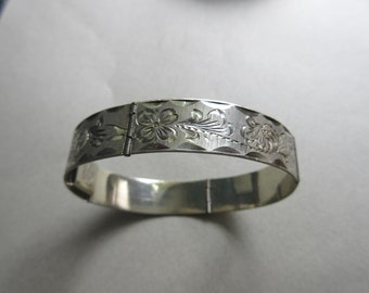 Vintage Etched Sterling Silver Hinged Section Bracelet Signed Miguel Smaller Wrist 16.7 Grams fine jewelry Mexican Silver Mexico