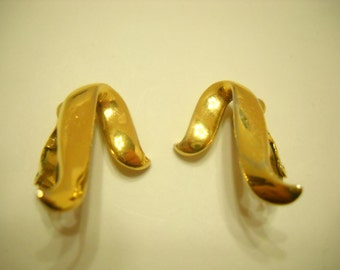 Vintage Gold Tone Trifari Clip Earrings (4117)