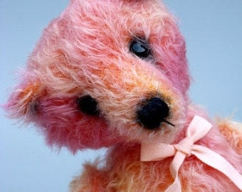 Peggy-Sue, a 10,5 inches tall OOAK artist bear made from hand dyed mohair with mini cashmere paw pads