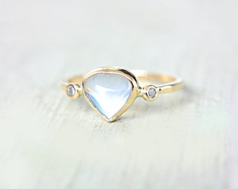 Heart Rainbow Moonstone and Diamond Ring 14k Yellow Gold Moonstone Diamond Gold Ring Size 6,5-7 Rainbow Moonstone Engagement Ring