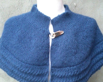 KNITTING PATTERN Cabled cape