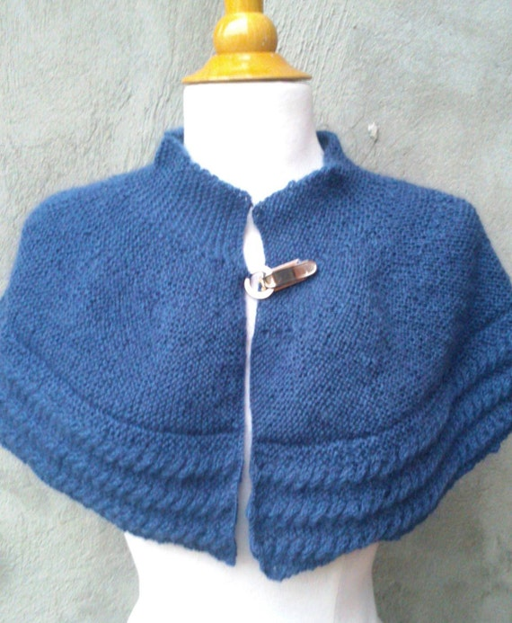 Knitting Patterns For Capes : KNITTING PATTERN Cabled cape knit capelet pattern cape