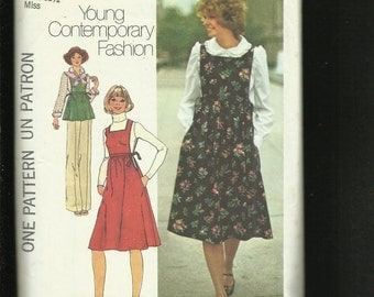 1976 Simplicity 7372 Cottage Chic Smock Style Jumper or Top & Puff Sleeve Blouse  Size 8