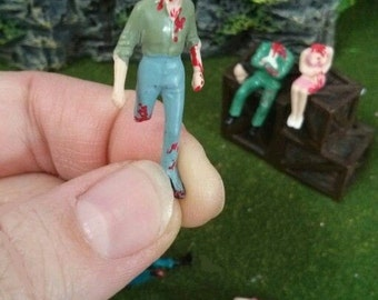 5 walking dead project  plastic people figures for diorama, terrarium