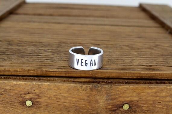 Romantic gifts for vegans: vegan ring