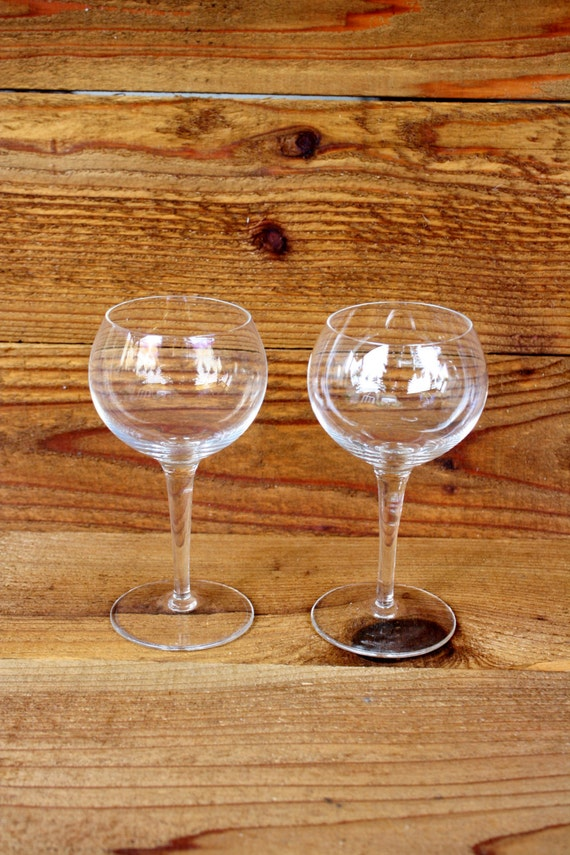 Vintage pair of wide mouth wine glasses by nanasatticfairy for Thin stem wine glasses