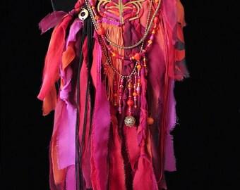 Collier textile de créateur, extravagant et unique gipsy bohême, en rubans de soie et perles rouge orange rose séparable en deux colliers