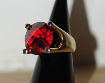 vintage bold glass crystal gold tone ring
