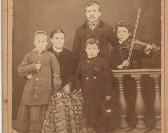 CDV/carte de visite of family, Child holding violin