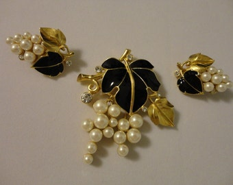 SALE Vintage Kunio Matsumoto Trifari Designer Brooch And Clip On Earrings Stunning Excellent Condition