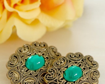 Glamorous Emerald Green Button Earrings In Antique Gold Tone Finish