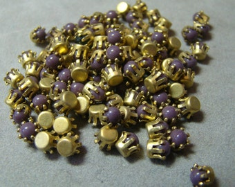 Vintage purple Swarovski crystals in brass tiffany setting - 4mm - 10 pieces