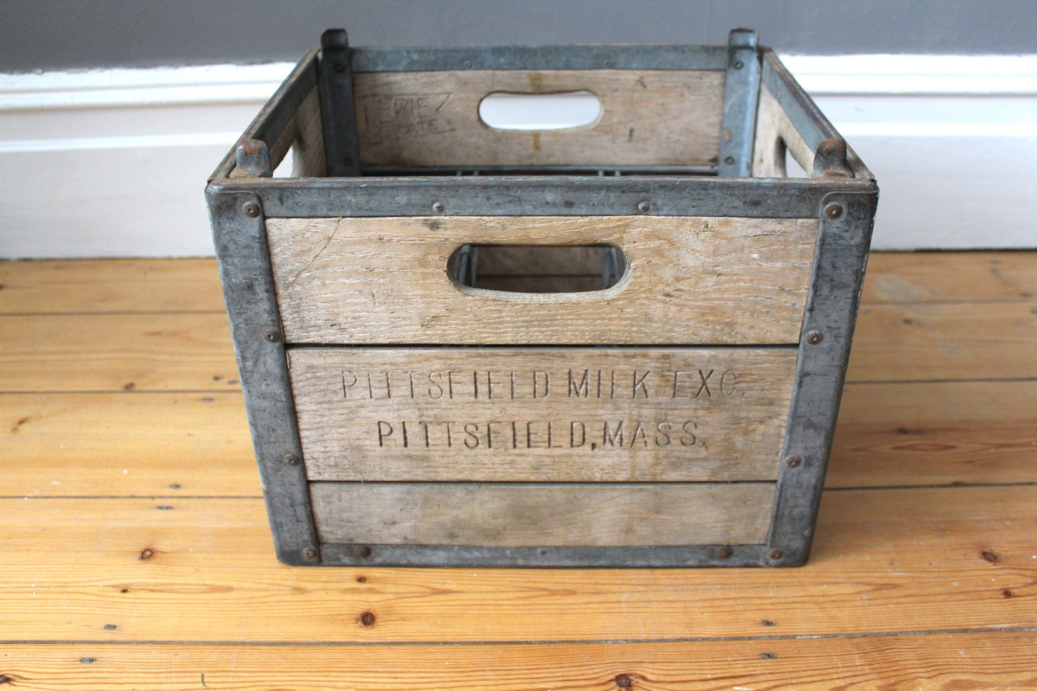 vintage 1950s wooden milk crate from pittsfield milk dairy