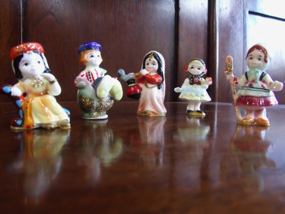 Vintage Disney Its A Small World Miniature Figurines Enesco