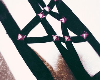 Studded pentagram garter with colored studs