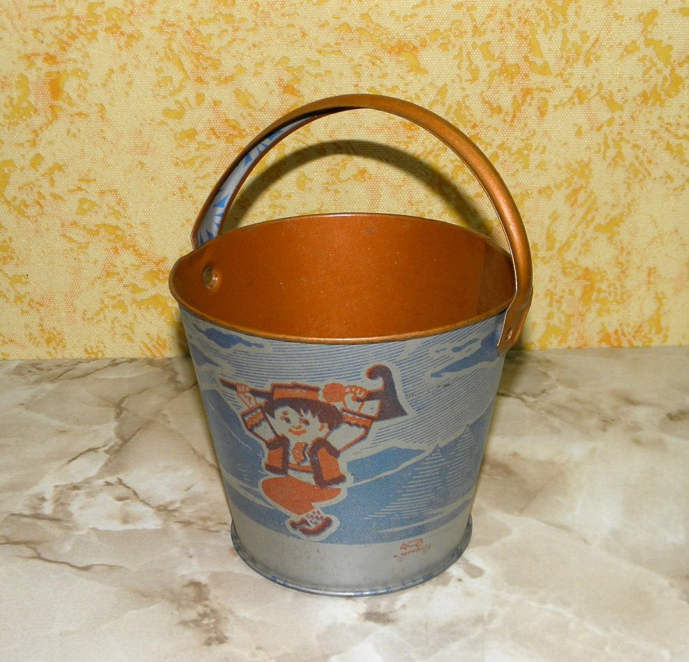 Small metal bucket for children bucket for the by ussreturn for Tiny metal buckets