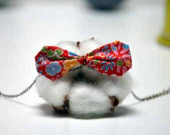 Bracelet with a Liberty fabric bow (red with flowers)