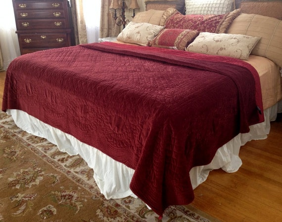 deep red velvet quilt king size comforter bedspread red satin. Black Bedroom Furniture Sets. Home Design Ideas
