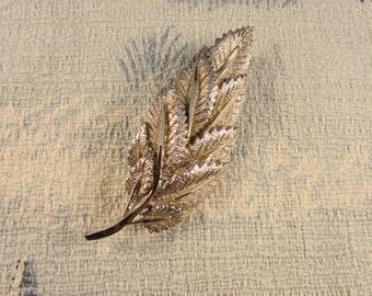 1950s silver-tone textured multi leaf brooch