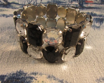 Vintage 1960s-style monochrome multi-faceted bead double strand elasticated bracelet