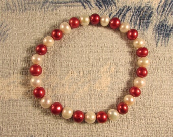 Vintage red & white glass pearl-style beaded elasticated bracelet