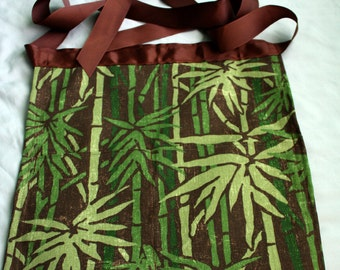 Green Print Handmade Half Apron - Garden apron, Utility Apron, Vendor Apron, Teacher Apron, Pocket Apron, Craft Apron, Waitress Apron