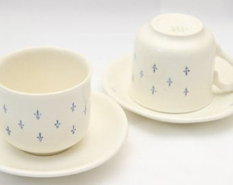 Lot of two cups blue lilies
