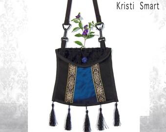 Blue pagoda pocket purse