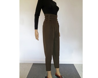 C'EST CHIC // silky olive 90s high waisted cropped length trousers Xs / S