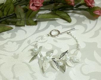 DAPHNE Laurel Leaf Bracelet, Pearl Bracelet, Bridal Bracelet, Silver Leaves, Bridal Jewelry, Pearl Cuff, Leaf Cuff, Outdoor Wedding