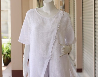 SALE 25 USD--B231---So Pretty (Cotton blouse with pleats)