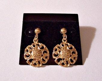 Filigree Open Disc Stud Pierced Earrings Gold Tone Vintage Round Small Bead Scrolls Center Starburst