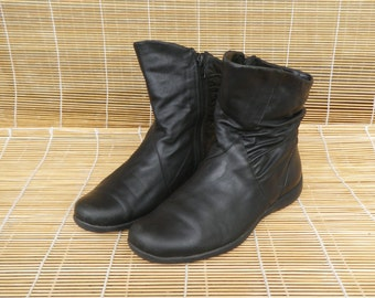 Vintage Lady's Black Leather Zip Up Flat Ankle Boots Size EUR 37 / US Woman 6 1/2