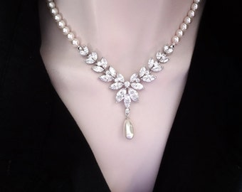 Pearl necklace ~ Brides necklace ~ Cubic zirconia, Marquise, leaf cut pendant ~ Swarovski pearls ~ Statement necklace ~ Elegant ~ LILLY
